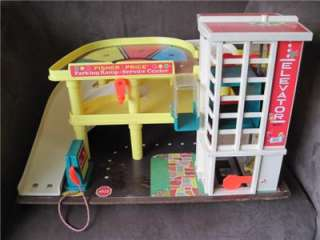 Vintage FiSHER PRICE CAR Parking GARAGE Ramp Service Center~No 930