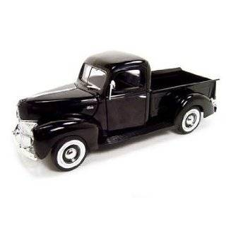 1940 FORD COUPE 118 DIECAST MODEL